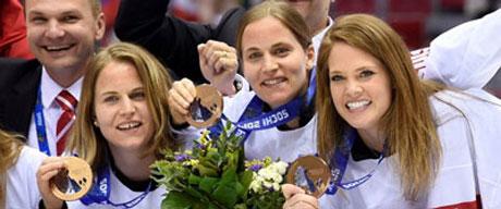 v.l.n.r. Stefanie Marty, Julia Marty und Florence Schelling während der Medaillenfeier